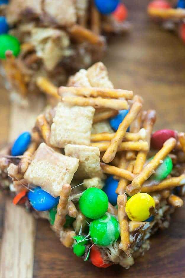 Snack Mix Bars - crunchy, gooey, and full of chocolate and peanut butter! #cerealbars #snacks