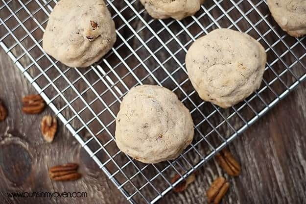 Pecan Sandies recipe by bunsinmyoven.com