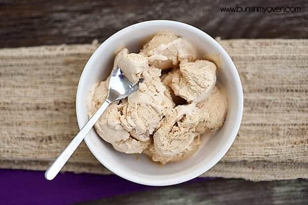 Pumpkin Pie Ice Cream - No Ice Cream Maker Needed! - from bunsinmyoven.com #recipe