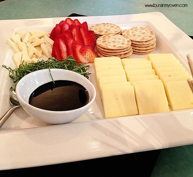 strawbery cheese plate