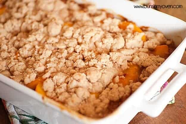 Hone Cinnamon Peach Cobbler #recipe by bunsinmyoven.com