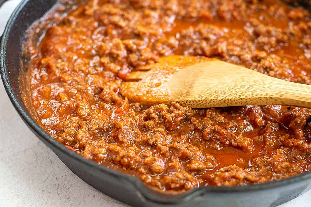 spaghetti sauce with beef in skillet.