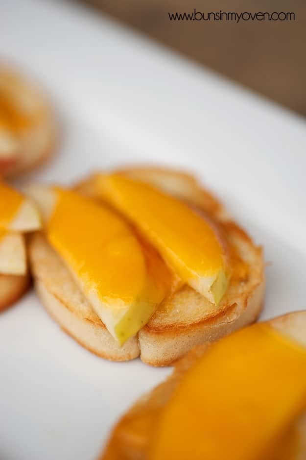Apple Cheddar Crostini recipe