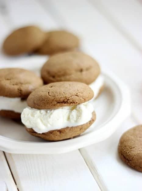 Root-Beer-Float-Cookie-Sandwiches-by-SimplyGloria.com-RootBeerCookies