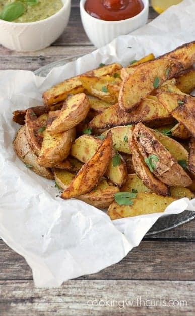 Crispy-Baked-Potato-Wedges-with-Rosemary-and-Garlic-cookingwithcurls.com_