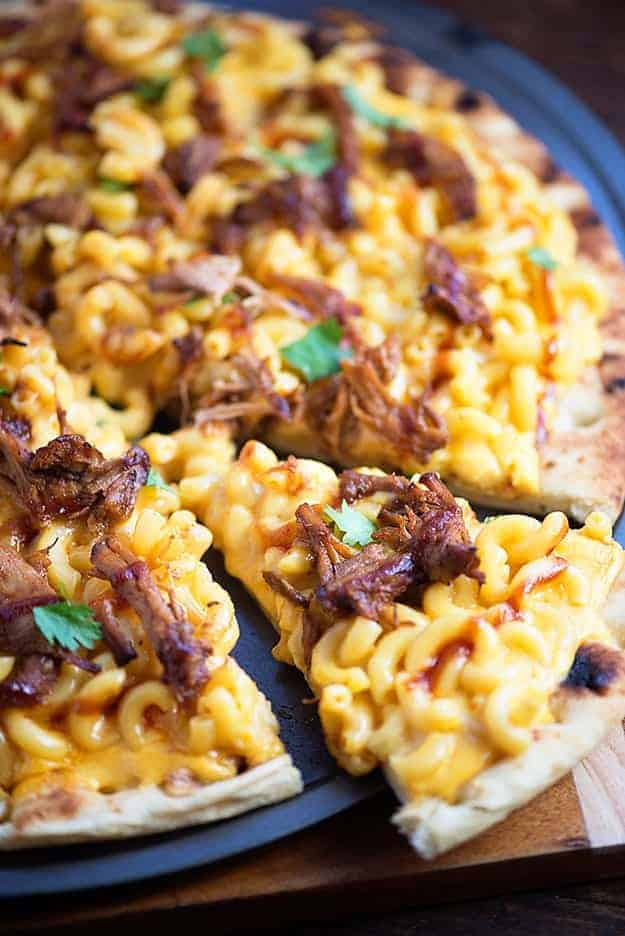 Pulled Pork Mac And Cheese Pizza Buns In My Oven