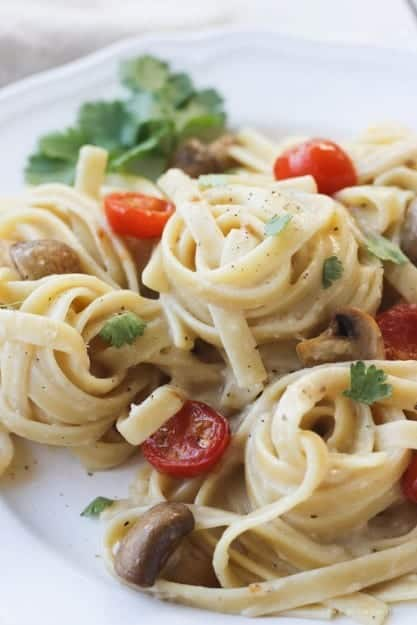 Creamy-Garlic-Pasta-with-Roasted-Vegetables-5