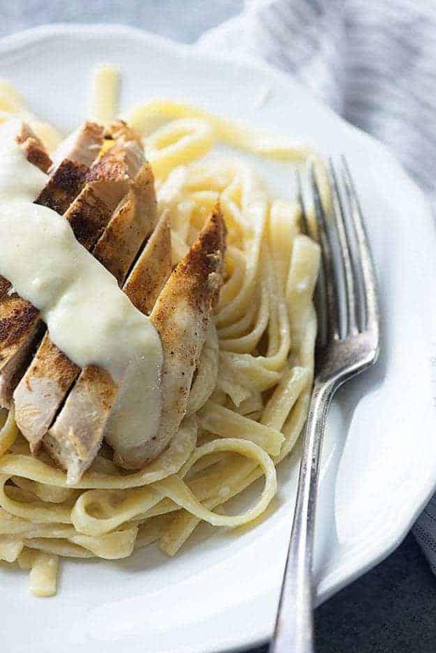 A plate of chicken alfredo.
