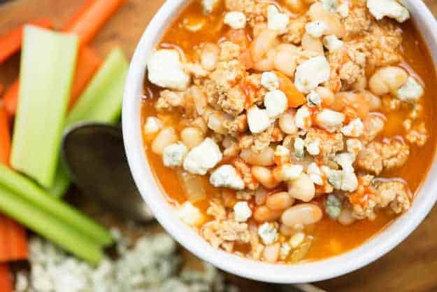 This white bean chicken chili gets a kick from the addition of buffalo sauce! We love this buffalo chicken chili.