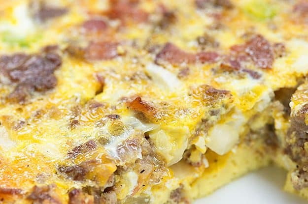 If you need new low carb breakfasts to try, this make ahead breakfast casserole is perfect! It's filled with eggs, sausage, bacon, and cheese!