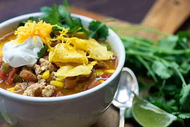 Chicken Taco Soup - a light, healthy, family friendly dinner recipe that is perfect for #weightwatchers!