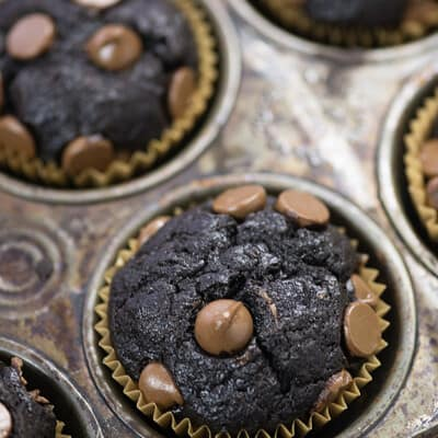 We love these easy banana muffins - filled with two types of chocolate and so fudgy!