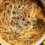 Who wants a big plate of spaghetti for dinner tonight? This easy spaghetti recipe is made in one pot.