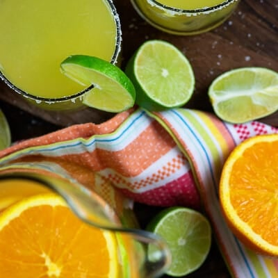 The BEST margarita recipe! So easy and they're always a crowd pleaser! #margartias #recipe #cocktails