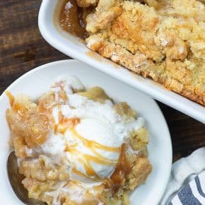 Best ever homemade apple cobbler recipe! Just a few ingredients and it's so good! #recipes #easy #apples #dessert