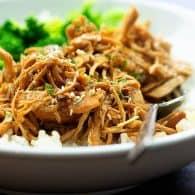 Crockpot Honey Garlic Chicken - sweet, spicy, juicy chicken! Serve over rice! #crockpot #chicken #recipes