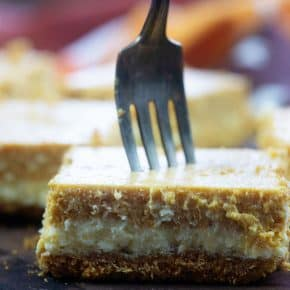 Creamy pumpkin cheesecake bars! So impressive but totally easy to make! #pumpkin #recipes #easy