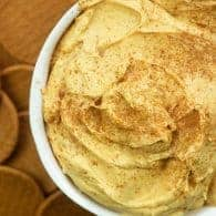 Pumpkin Cheesecake Dip! Tastes like a pumpkin pie and it's so beyond easy!! #pumpkin #easy #dip #fall