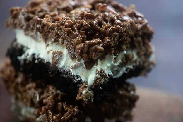Brownies topped off with fluffy marshmallow frosting and crunchy chocolate peanut butter krispies! #brownies #recipes