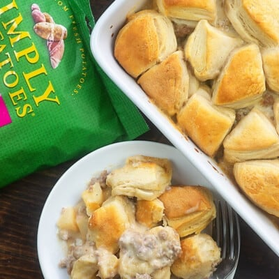 Biscuits and Gravy Casserole! Made with layers of roasted potatoes, sausage gravy, and flaky biscuits! This is perfect for Christmas morning! #breakfast #casserole #christmas