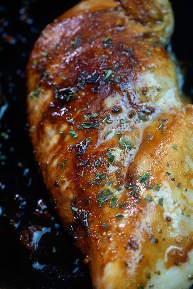 Honey Garlic Balsamic Chicken! Marinade for 20 minutes and you're ready for cooking dinner! #chickenrecipes #chicken #recipe