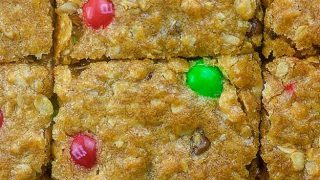 Christmas Oatmeal Cookie Bars
