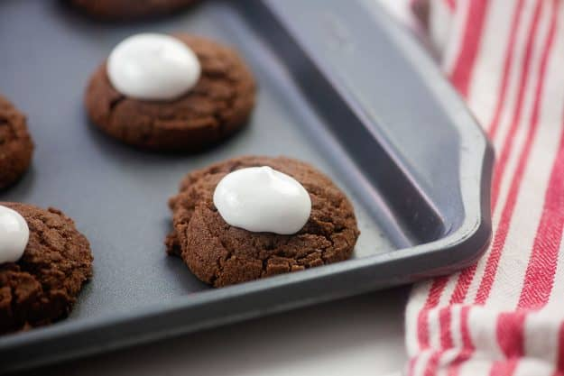 marshmallow cream on top of chocolate cookies.