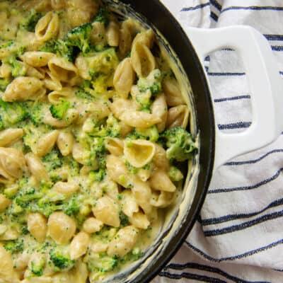broccoli macaroni and cheese in sauce pan.